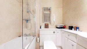 C2srRN84tyF - Bathroom